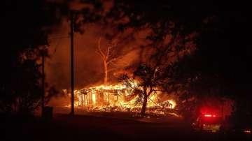 1700 огнеборци гасят горските пожари в Калифорния
