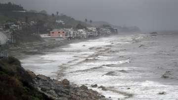 Бурята, която вилня три дни в Калифорния, започна да се придвижва на изток
