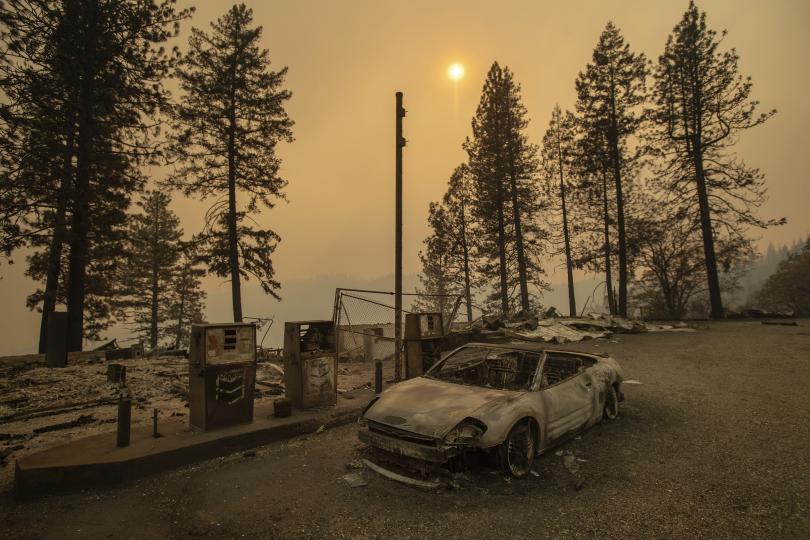 Борбата с огнената стихия в Калифорния продължава. В щата бушуват