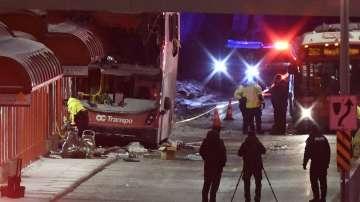 Трима загинали и 23-ма ранени при катастрофа с градски автобус в Отава
