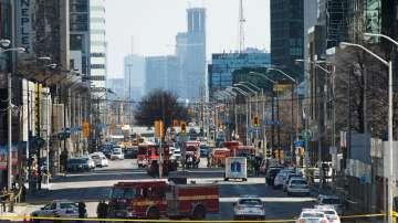 9 души загинали и 16 ранени, след като микробус се вряза в пешеходци в Торонто