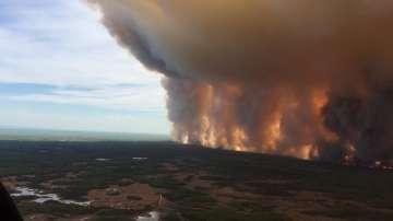 Евакуират над 1600 души заради горски пожари в Канада