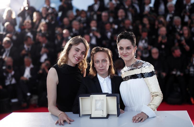 Селин Сиама (в центъра) с актрисите Адел Хайнел (в ляво) и Ноеми Мерлон (в дясно)