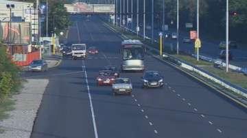 Кола се удари в кран на бул. Цариградско шосе в София, има пострадали