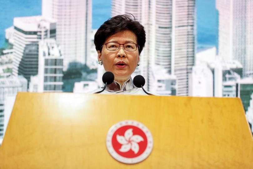 Властите в Хонконг замразиха за неопределено време спорния законопроект за