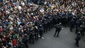 Денят на референдума в Каталуния в снимки (ГАЛЕРИЯ)