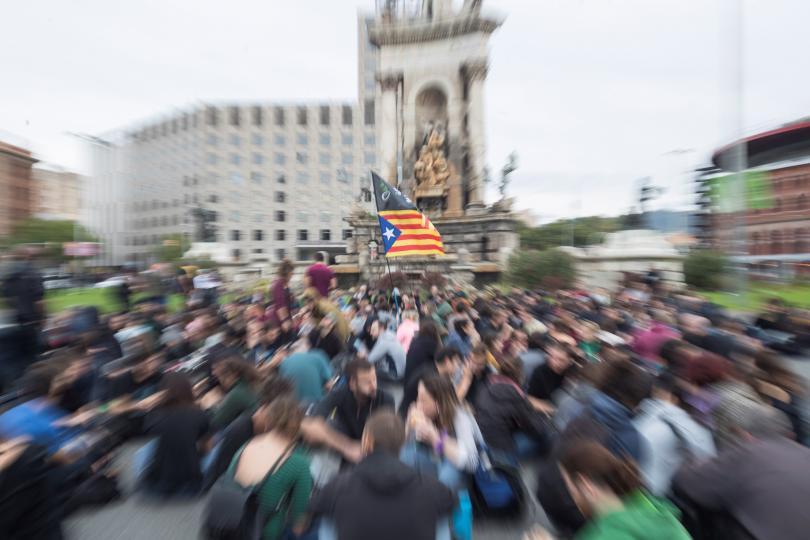 Обявената за днес обща стачка в Каталуния започна с блокиране