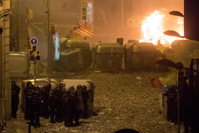 снимка 2 Сблъсъци с полицията по време на петата вечер на протести в Барселона