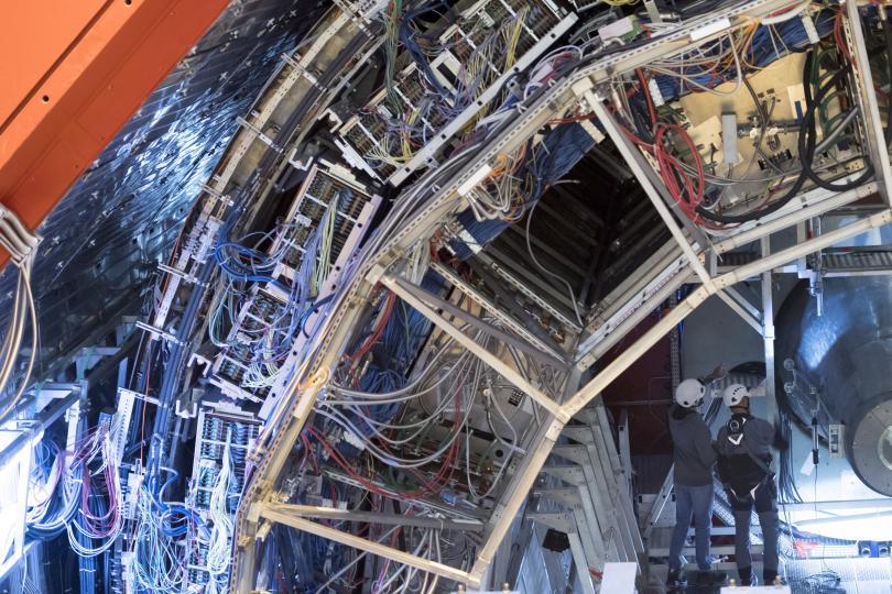 """снимка 1 Екип на """"По света и у нас"""" посети колайдера и детектора в ЦЕРН"""