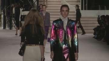 Шанел показа най-новите си модели на моден спектакъл
