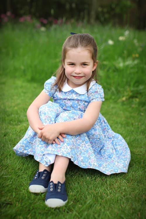 снимка 3 Британското кралско семейство разпространи нови снимки на принцеса Шарлот