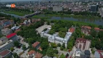 """""""Частен случай"""": Има ли решение за рушащата се най-стара гимназия в Пловдив?"""