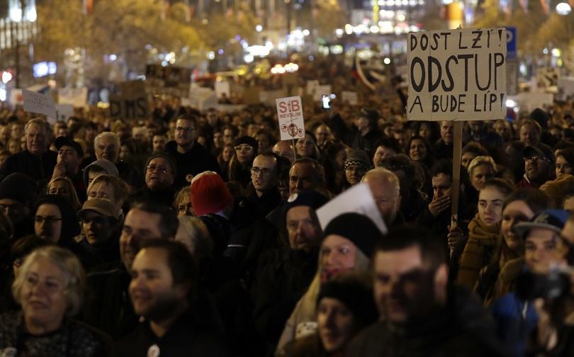 Многохилядна демонстрация в Прага с искане за оставката на чешкия