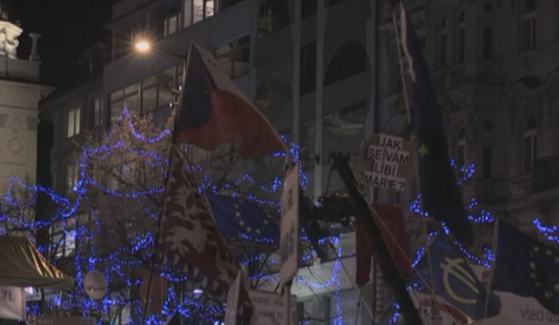 Хиляди протестираха срещу чешкия министър-председател Андрей Бабиш. Според организаторите -