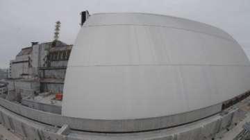 Нов предпазен щит покрива вече саркофага на реактора в Чернобил