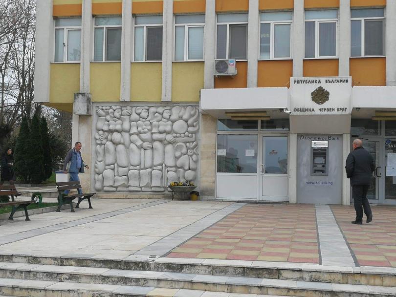 Снимка: Кметът на Червен бряг след акцията в общината: Нямам никакви притеснения