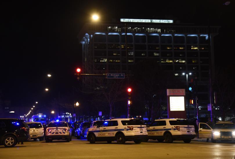 Мъж простреля лекарка извън сградата на болницата, преди да се