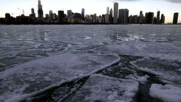 Студът образува ледени скулптури в Чикаго
