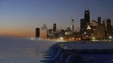 Ледоразбивачи тръгнаха по река Чикаго