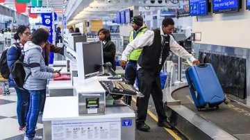 Близо 700 полета са отменени на летището в Чикаго заради обилен снеговалеж