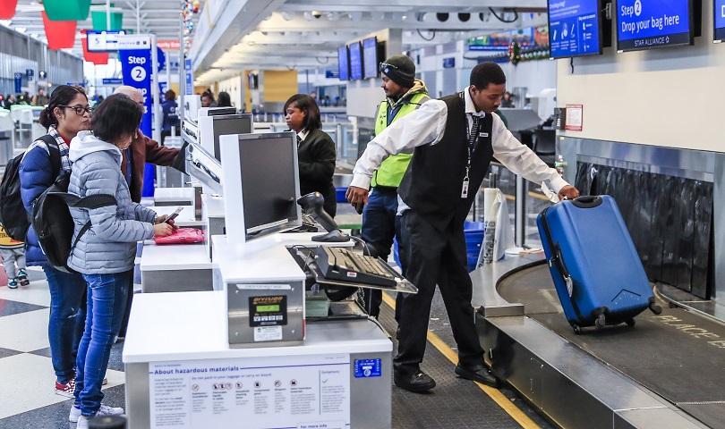 Близо 700 полета са отменени на международното летище