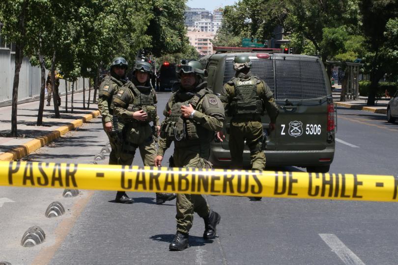 Най-малко петима души бяха ранени при експлозия на автобусна спирка