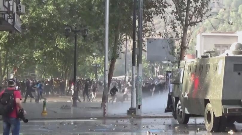 Сблъсъците бяха между полицията и демонстранти. Органите на реда използваха