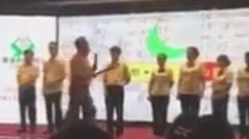 В Китай наказват служители с напляскване с пръчка (ВИДЕО)