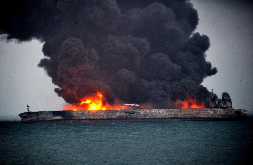 танкерът бреговете китай продължава гори