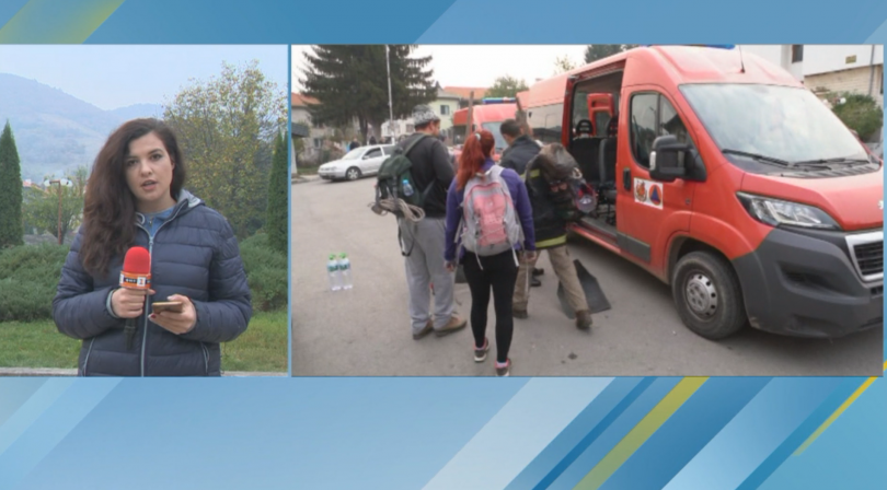 От площада в Чипровци потеглиха над 120 души - пожарникари,