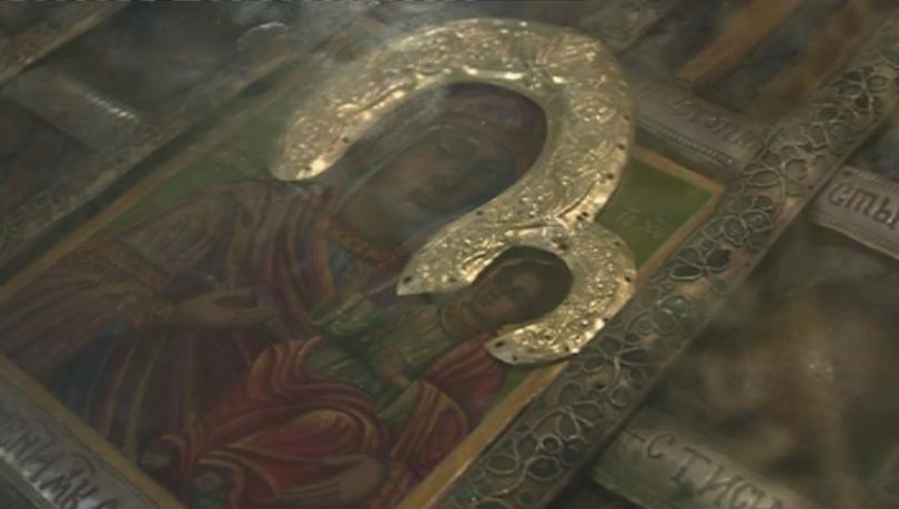 Стотици вярващи се стекоха рано тази сутрин в Рилския манастир,