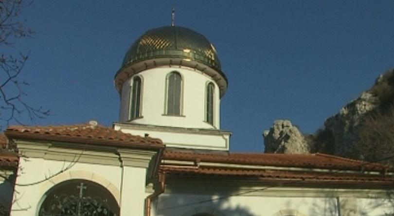 църква нов купол кръст асеновград