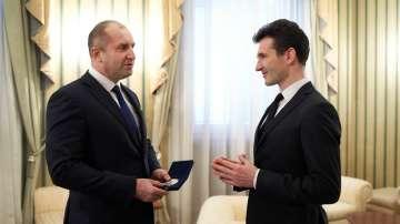 Президентът Радев удостои световноизвестния цигулар Светлин Русев с Почетен знак