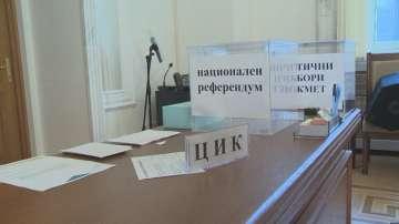 От ЦИК показаха бюлетините за вота и референдума