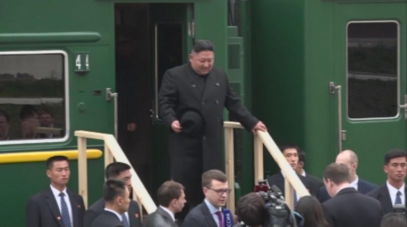 Севернокорейският лидер Ким Чен Ун пристигна с бронирания си влак