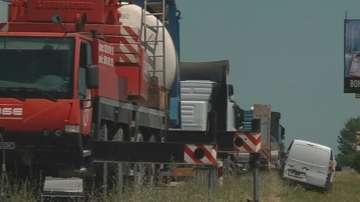 Аварирала цистерна затрудни движението по АМ Тракия