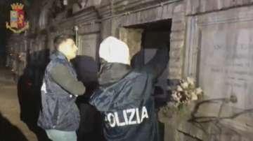 Италианската полиция арестува мъж, укривал кокаин в гробница