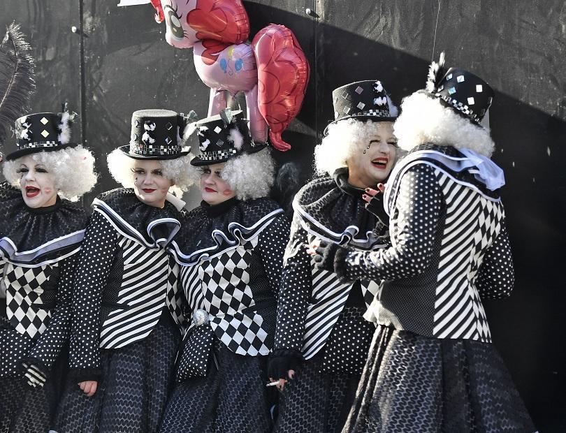 снимка 2 Женски карнавал в Кьолн