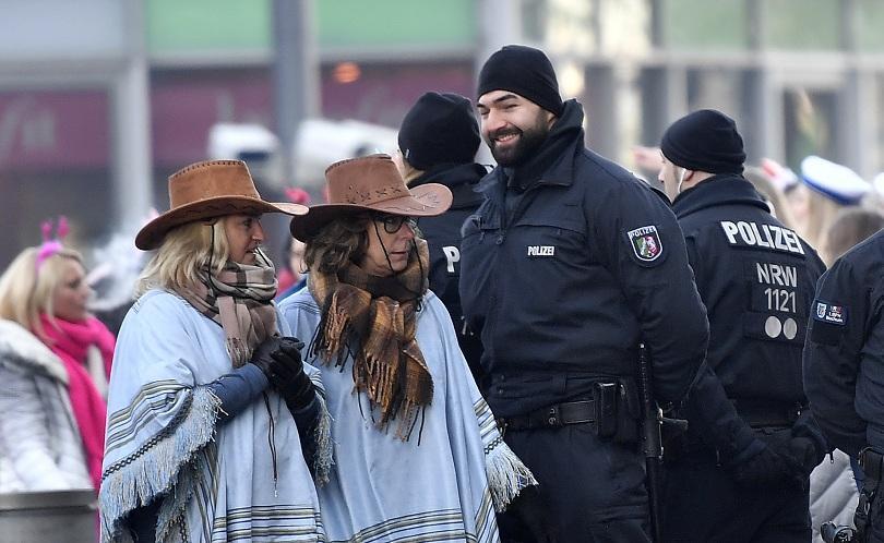 снимка 1 Женски карнавал в Кьолн