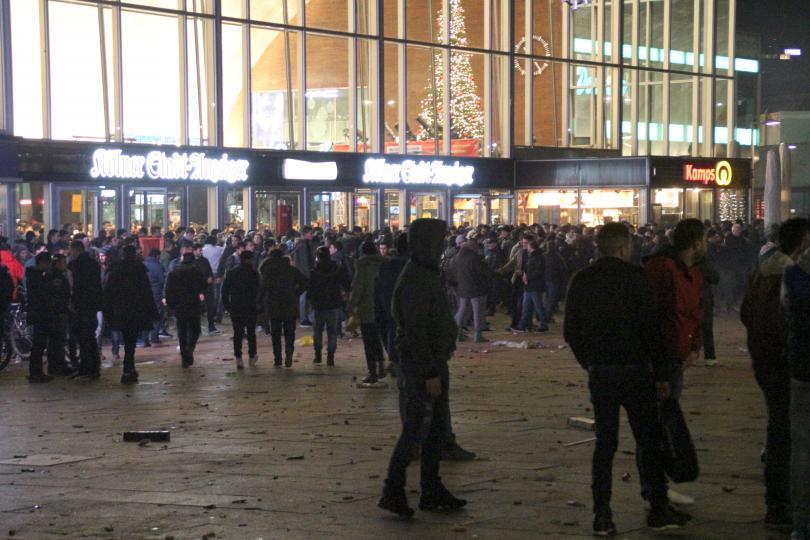 снимка 1 Кой е виновен за нападенията в Кьолн?
