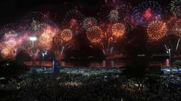 Светът посрещна Нова година със сериозни послания