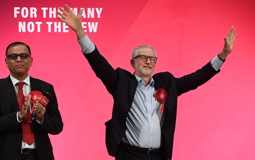 снимка 1 От нашите пратеници: Великобритания гласува на ключови избори