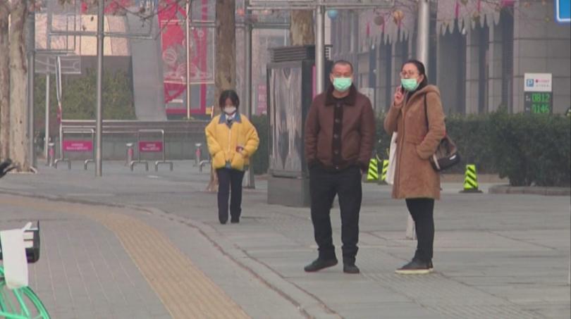 Здравните власти в Китай предупредиха, че коронавирусът е заразен още
