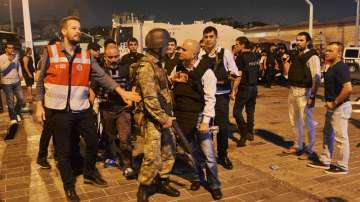 Нощта на опита за преврат в Турция преди една година (ГАЛЕРИЯ)