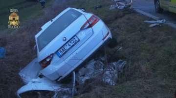 Трима души загинаха при катастрофа между кола и автобус в Прага