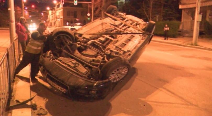 Видимо пияна жена катастрофира в центъра на Казанлък