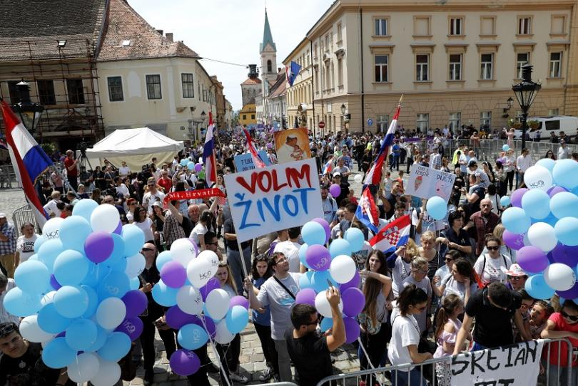 Хиляди хора, участващи в борбата срещу абортите, излязоха на улиците