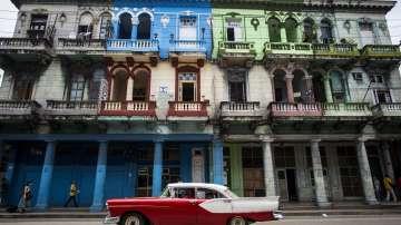 Кубинци вече могат да ползват мобилен интернет на телефоните си
