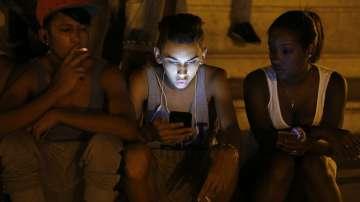 Кубинците вече могат да ползват мобилен интернет