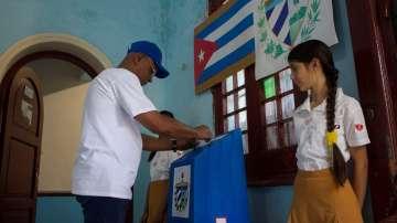 В Куба гласуват на референдум за нова конституция